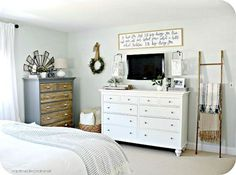 Top 95+ Cozy Farmhouse Master Bedroom Design Ideas https://freshoom.com/12159-95-cozy-farmhouse-master-bedroom-design-ideas/