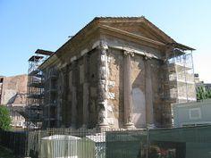 Portuna, back: arched doorway?