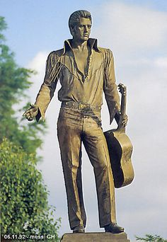 (messi92) Elvis Memorial on Beale Street - placed in 1980 Author: ©polytroposPhotos provided by Panoramio are under the copyright of their owners.