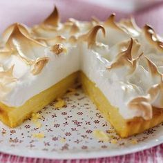 This month the Daring Bakers challenge was Lemon Meringue Pie. The recipe was provided by Jen, from Canadian Baker. After reading all the r. Lemon Recipes, Greek Recipes, Baking Recipes, Cake Recipes, Dessert Recipes, Mousse, Chocolate Fudge Frosting, Greek Sweets, Easy Sweets