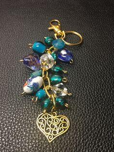 Boho Jewelry, Jewelry Crafts, Beaded Jewelry, Jewelery, Handmade Jewelry, Diy Purse, Resin Charms, Leather Keychain, Artisan Jewelry