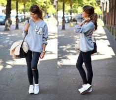Sweatshirt, jeans & white sneackers Mariannan