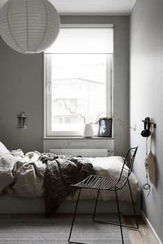 41 Modern And Stylish Scandinavian Bedroom Decoration Ideas Gray Bedroom Walls, Grey Walls, Home Bedroom, Bedroom Decor, Bedroom Ideas, Bedrooms, Minimal Bedroom, Modern Bedroom, Interior Exterior