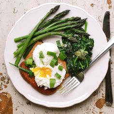 Tricks for perfectly poached eggs. Time for breakfast!