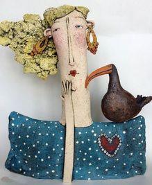 No puedo más que quedar perpleja cada vez que veo los trabajos en cerámica de Sarah Saunders. Uno más impactante que el otro!