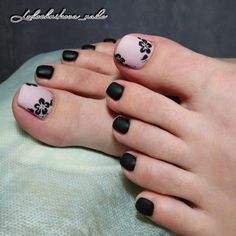 Soft pale pink and black floral toes. Gel Toe Nails, Black Toe Nails, Pink Toe Nails, Pretty Toe Nails, Toe Nail Color, Cute Toe Nails, Feet Nails, Toe Nail Art, Pedicure Designs