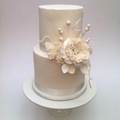 White Blooms - Cake by Sugar Bee Cakes