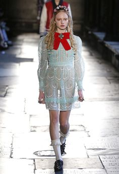 On Thursday, Gucci unveiled its resort 2017 collection in London's Westminster Abbey, for an eclectic collection that fused Alessandro Michele's whimsical style… Fashion 2017, Fashion Art, Runway Fashion, High Fashion, Fashion Beauty, Fashion Show, Vintage Fashion, Fashion Outfits, Womens Fashion