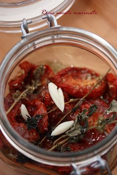 Rosii uscate in cuptor, marinate cu oregano si usturoi Romanian Food, Canning Recipes, Good Food, Food And Drink, Health Fitness, Vegetarian, Favorite Recipes, Nutrition, Healthy Recipes