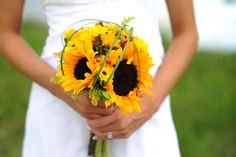 Yellow sunflower wedding bouquet | A Country Song Wedding | Storytellers Events http://www.storytellersevents.com/blog/a-country-song-wedding-somethin-bout-a-truck/