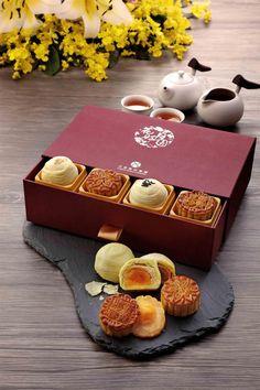 天成飯店集團〈花好月圓〉中秋禮盒,是以廣式月餅搭配蛋黃酥組合,蛋黃酥有棗泥、蓮蓉、鹹酥與豆沙等4種口味。(圖/天成飯店集團)