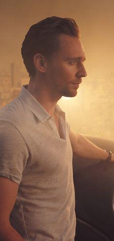 Tom Hiddleston by Kurt Iswarienko. Source: http://www.kurtiswarienko.com/ Via Torrilla http://m.weibo.cn/status/4097699303338949 . Ful size image: http://wx3.sinaimg.cn/large/6e14d388gy1feq7arhno9j21bi0vowm7.jpg