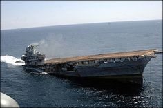 El portaaviones USS Oriskany (CVA 34) es hundido con unas cargas explosivas a 24 millas de la costa de Florida para generar un arrecife artificial.