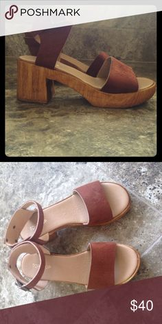Top Shop Wooden Platform Sandal 👡👡 Beautiful Platforms! Really comfortable and stylish ❤️ perfect for summer 🌸🌸 Worn once or twice but not used marks. Topshop Shoes Platforms
