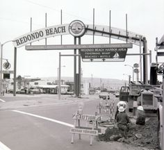 This June 1969 Daily Breeze file photo shows the original gateway sign at front right, and the then-new sign under construction at rear. Redondo Beach Pier, Redondo Beach California, California Homes, Southern California, Hawthorne California, Cowgirl Photo, The Beautiful South, History Page, Fun Shots