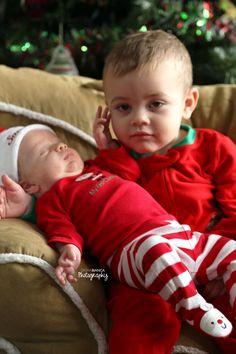 Christmas Mini Session •brother photoshoot •sibling photography •sleepy baby