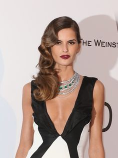 dazzled AmfAR last night in a high jewellery emerald and white diamond collier and a gown Evening Hairstyles, Formal Hairstyles, Vintage Hairstyles, Wedding Hairstyles, Izabel Goulart, Beauty Makeup, Hair Makeup, Hair Beauty, Irina Shayk