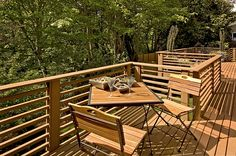 Back deck with horizontal railing