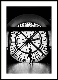 What's the time? Poster in de groep Posters / Afmetingen / bij Desenio AB Monochrome Photography, Black And White Photography, Auto Poster, Gold Poster, Black And White Posters, Black White, Poster Online, Poster Photography, Inspiration Wall