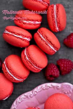 Raspberry macaroons with Italian meringue