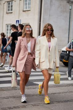 These 7 Street Style Trends Are the Talk of Copenhagen Right.- These 7 Street Style Trends Are the Talk of Copenhagen Right Now Copenhagen Fashion Week Street Style Spring 2020 - Street Style Trends, Nyc Street Style, Printemps Street Style, Rihanna Street Style, Spring Street Style, Stockholm Street Style, Street Style Suit, Chanel Street Style, Street Outfit