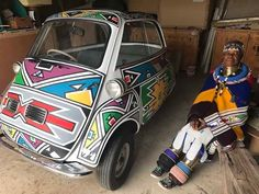 A BMW Isetta microcar will be a star exhibit at the Concours South Africa in August Check out this amazing design by acclaimed SA artist Esther Mahlangu! Small Motorcycles, Mercedes Benz 190, Four Stroke Engine, Bmw Isetta, Microcar, Frank Stella, Bmw 7 Series, African Artists, City Car