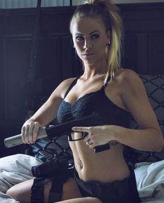 Girls with Guns ❤️::: sexy girls hot babes with guns beautiful women weapons Cosplay, Hot Girls, Hunting Girls, Military Women, Military Army, Revolver, Foto E Video, Weapons, Guns