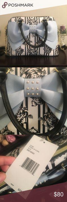BRAND NEWBETSEY JOHNSON SATCHEL BAG SUPER CUTE BOW BETSEY JOHNSON SATCHEL BAGRETAILS $98.00 in storesNO STAINS OR RIPS! Never worn! Betsey Johnson Bags Satchels