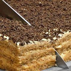 Prajitura Vladut cu nuca si vanilie reteta video - Adygio Kitchen Romanian Desserts, Romanian Food, Baking Recipes, Cake Recipes, Dessert Recipes, Craving Sweets, Almond Cookies, Cupcake Cakes, Sweet Treats