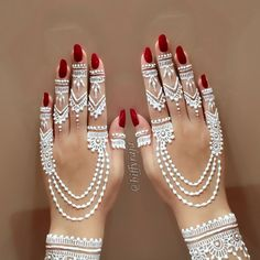 Everything You Need To Know About White Henna! Mehndi Designs For Beginners, Bridal Henna Designs, Mehndi Design Photos, Unique Mehndi Designs, Mehndi Designs For Fingers, Beautiful Mehndi Design, Simple Mehndi Designs, Mehndi Designs For Hands, Tattoo Henna