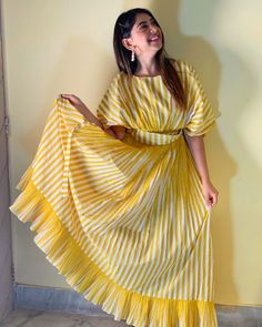 Indian Fashion Dresses, Dress Indian Style, Indian Designer Outfits, Fashion Outfits, Simple Kurti Designs, Kurta Designs Women, Stylish Dress Designs, Stylish Dresses, Simple Dresses