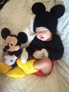 so cute, Mickey Mouse & baby Mickey Mouse So Cute Baby, Baby Kind, Cute Kids, Cute Babies, Baby Boy, Carters Baby, Foto Baby, Baby Mouse, Minnie Mouse