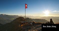 Wir zeigen die fünfzehn schönsten Wanderungen in der Schweiz – und erklären, warum sie sich lohnen. Ontario, Haus Am See, Trekking, Fun Activities, Mount Everest, Mountains, Nature, Travel, Posh Houses