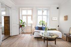 Salón nórdico con mezcla de estilos