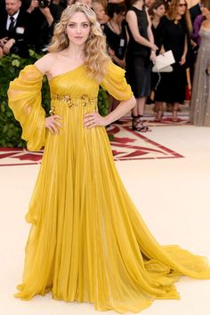The first Monday in May annually brings together the great and the good from the realms of fashion and film for the Met Gala. See all of the Met Gala 2018 dresses and outfits straight from the red carpet, below. Gala Dresses, Red Carpet Dresses, Evening Dresses, Club Dresses, Formal Dresses, Met Gala Outfits, Style Outfits, Vegas Outfits, Pretty Dresses