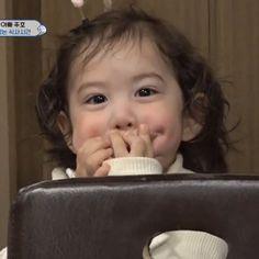 Superman Baby, Superman Meme, Cute Kids, Cute Babies, Baby Park, Baby Fever, Wallpaper, Beautiful, Wallpapers