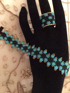 Beading Tutorials, Beading Patterns, Beaded Rings, Beaded Bracelets, Diy Jewelry, Beaded Jewelry, Peyote Stitch Patterns, Peyote Bracelet, Beaded Ornaments