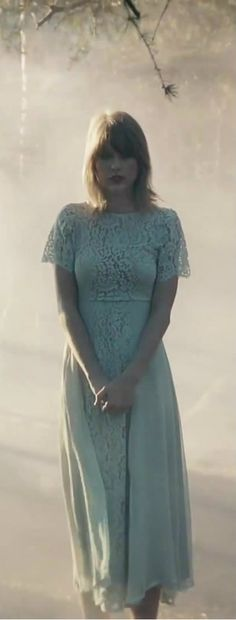 This part of the Style music video made me think of the Safe & Sound music video! Taylor Swift Fearless, Taylor Swift Pictures, Taylor Alison Swift, Taylor Lyrics, Sound Music, Swift Facts, Lindsey Stirling, Videos, Movie Stars