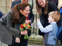 Star Tracks: Monday, November 23, 2015 | MEET CUTE | Talk about a sweet meeting! Princess Kate is gifted a bouquet of flowers from 3-year-old Theo Hayward as she wraps up a visit to the GISDA Centre in Caernarfon, Wales, on Friday.