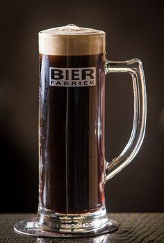 NERO Наша темное пиво является Портер, который сделан из смеси различных сортов солода 5. Конечным результатом является темным, но еще не черный, пиво с небольшим укуса.  Жареный солод хорошо видны и послевкусие и мягкой и упругой.  NERO имеет тонн шоколада и «тост». Спирт. % 5,8