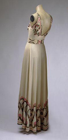 Vionnet Dress - by Madeline Vionnet (French, 1876–1975) - The Metropolitan Museum - @~ Watsonette