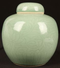 CHINESE QING DYNASTY CELADON PORCELAIN TEA CADDY