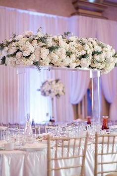 If luxury and modern are a few of the ways you describe your wedding vision, this opulent English garden style wedding in California is made just for you. Garden Ideas Quirky, Wedding Centerpieces, Wedding Decorations, Wedding Ideas, Garden Illustration, Strictly Weddings, Ceiling Decor, Garden Styles, California Wedding