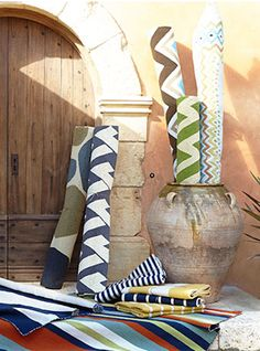 colorful outdoor rugs http://rstyle.me/n/ivx8mr9te