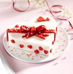 Schokoladenboden Gefüllt Mit Canache Creme Und Fondant Decke Torte Mit  Fondant Rezept, Kuchen