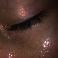 the glitter even looks like her freckles