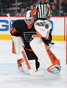 Brian Elliott of the Philadelphia Flyers makes a glove save in the second period against the Vegas Golden Knights on October 2018 at the Wells Fargo Center in Philadelphia, Pennsylvania. Goalie Gear, Goalie Mask, Hockey Goalie, Hockey Players, Hockey Girls, Hockey Mom, Field Hockey, Flyers Hockey, Ice Hockey Teams