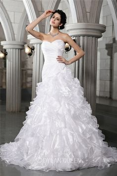 Elegant A-Line/Princess Sweetheart Sleeveless Pleats Beading Chapel Train Organza Wedding Dress