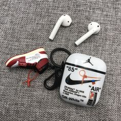 Airpods case for sneakers addict – Lyv Rue – technologie Cool Iphone Cases, Iphone Phone Cases, Iphone 11, Shower Workout, Airpods Apple, Gadgets, Accessoires Iphone, Art Case, Air Pods