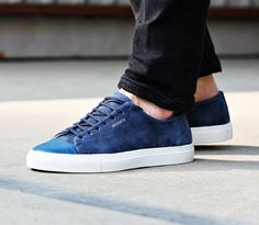 best service 8062e 3a7b4 Axel Arigato navy sneaker with a classic design, handcrafted with premium  Italian materials. White